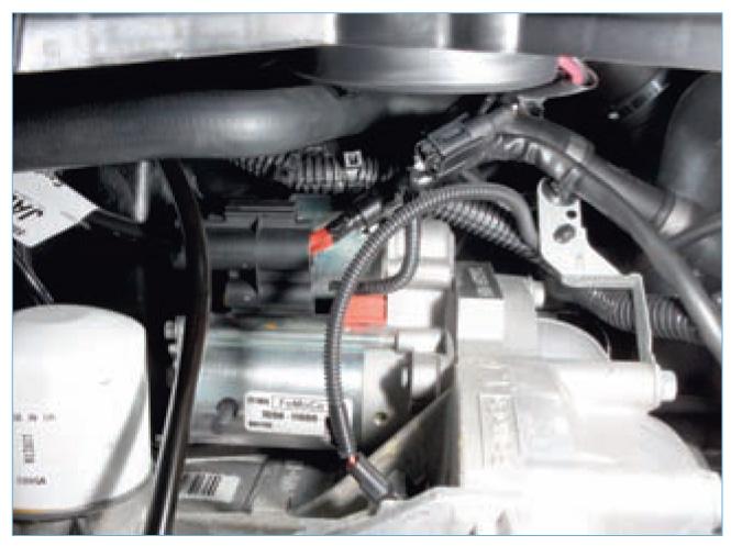 Форд фокус 2 где находится номер двигателя
