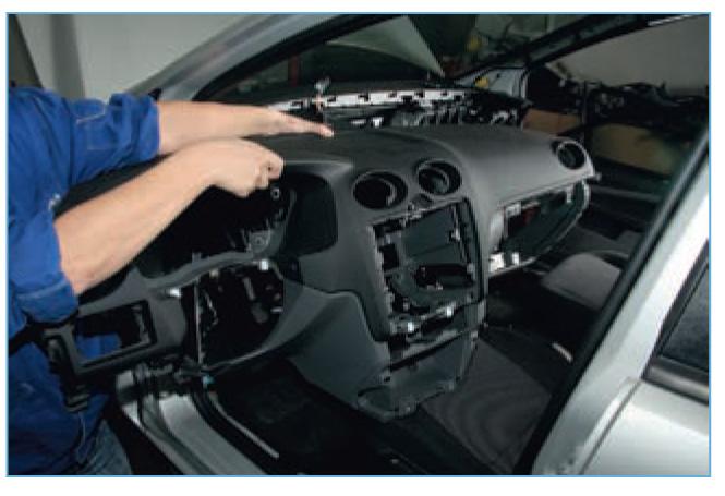 Снятие испарителя, радиатора отопителя и корпуса отопителя Форд Фокус 2