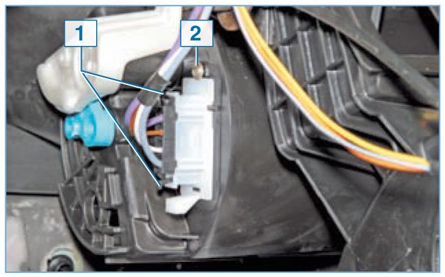 Снятие дополнительного резистора вентилятора отопителя Рено Логан