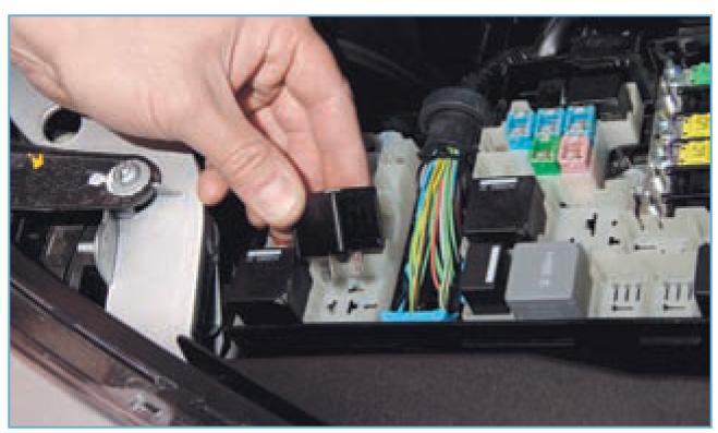 Реле топливного насоса форд фокус где находиться