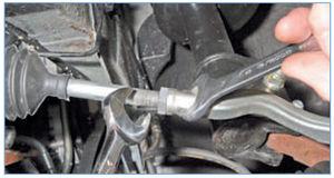 Как поменять рулевые наконечники на рено логан
