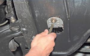 Проверка уровня масла в двигателе Logan 2005 46-3.jpg
