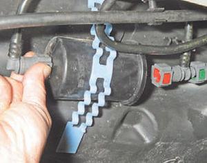 Замена топливного фильтра Logan 2005 57-3.jpg