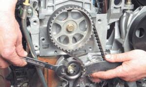 Проверка и замена ремня ГРМ Logan 2005 55-1.jpg
