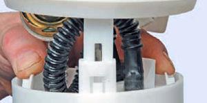 Система питания Logan 2005 91-7.jpg