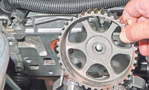 Сальник распредвала двигатель Ремонт Logan 2005 69-1.jpg