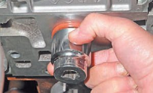 Сальник распредвала двигатель Ремонт Logan 2005 69-4.jpg