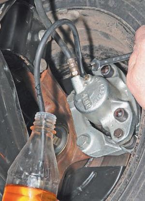 Прокачка тормозов 2005 50-4.jpg