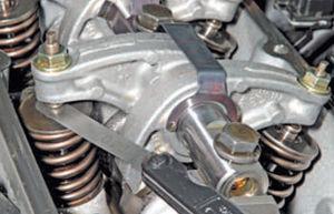 Регулировка клапанов двигатель Ремонт Logan 2005 68-2.jpg
