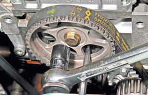 Сальник распредвала двигатель Ремонт Logan 2005 68-4.jpg