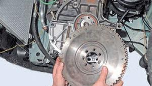 Задний сальник коленвала двигатель Ремонт Logan 2005 71-3.jpg